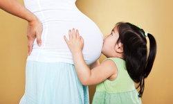 น้ำคร่ำคืออะไร มีประโยชน์ต่อทารกอย่างไรบ้าง?