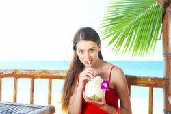 สุขภาพดี ผิวสวยปิ๊ง ประโยชน์ดีๆ ที่น้ำมะพร้าวมีให้เต็มๆ