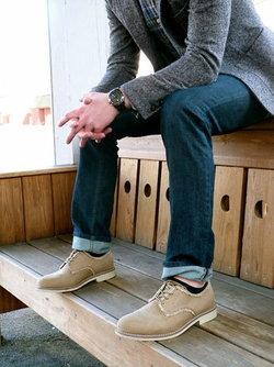 วิธีเลือกรองเท้าให้เข้ากับเสื้อผ้าหนุ่มๆ ที่สาวๆ ช่วยปรับได้