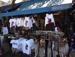 ชวนช้อปปิ้งเสื้อยืดสวยๆ ลายเก๋ๆ ที่ตลาดนัดสวนจตุจักร