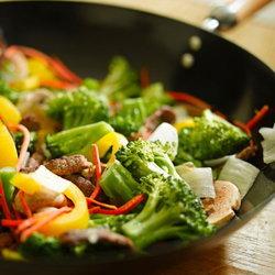 'ผัดผักรวมมิตร' อร่อยเบาๆ เอาใจคนรักสุขภาพ