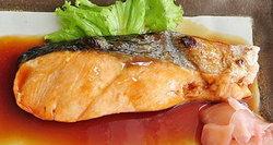 อิ่มอร่อยไปกับเมนูแคลอรีต่ำ 'ปลาแซลมอนย่างซีอิ๊ว'