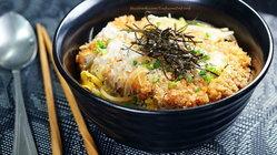 """รับ """"คัตสึด้ง ข้าวหน้าหมูทอดญี่ปุ่น"""" ซักชามมั้ยค่ะ ^_< แม่ครัวชิ้งพร้อมเสิร์ฟสูตรเด็ดความอร่อยให้"""