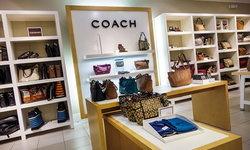 """ลูกค้าไม่ปลื้ม! หลังแบรนด์ดัง """"Coach"""" เปลี่ยนชื่อเป็น """"Tapestry Inc."""""""