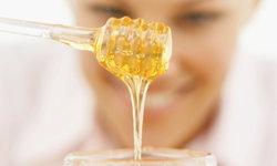 5 สูตรพอกหน้าน้ำผึ้ง สุดยอดสูตรหน้าใส คืนผิวสวยได้ในแบบธรรมชาติ