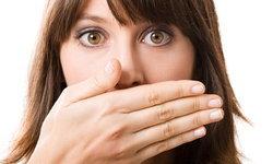 กลิ่นปากเหม็นทำไงดี? วิธีรับมือปัญหากลิ่นปากอย่างได้ผล