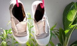 อยากรู้ไหม วิธีไหนช่วยให้รองเท้าผ้าใบแห้งไวสุดๆ