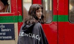 โลเคชั่นคุ้นๆ นะ! Balenciaga คอลเลคชั่นใหม่กับแฟชั่นเซตในไทย ถือถุงน้ำอัดลม ยืนป้ายรถเมล์!