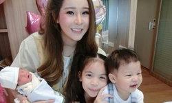 ส่องความสวยคุณแม่ลูก 3 ออฟฟี่ แม็กซิม หุ่นเพรียวบาง หลังคลอด 1 เดือน