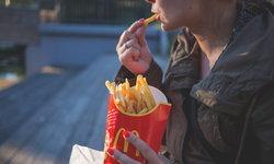5 พฤติกรรมการกินที่ทำให้หน้าแก่ก่อนวัย อยากหน้าเด็ก เลี่ยงด่วน!