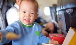 หม่ำบนฟ้าอร่อยจัง! เทคนิค เตรียมอาหารให้ลูก เมื่อต้องขึ้นเครื่องบิน