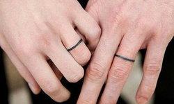 """ไอเดียสัก """"แทททูแหวน"""" สไตล์คู่รักสายมินิมอล เรียบแต่เริ่ดสุด!"""