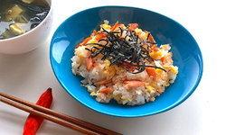 """สูตร """"ข้าวซูชิ"""" ปลาแซลมอนย่าง"""