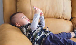 4 เหตุผลจากคุณหมอที่แนะนำให้ลูกเล็กอยู่ไกลหน้าจอโทรศัพท์มือถือให้มากที่สุด