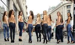 10 นางแบบใจกล้าใส่บราที่มองไม่เห็น เดินแบบบนถนน