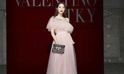 """""""มิว นิษฐา"""" สวยยืนหนึ่ง เป็นดาราไทยคนเดียว ในงาน Valentino Daydream กรุงปักกิ่ง"""