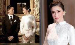 """""""ศรีริต้า เจนเซ่น"""" ในชุดไทยบรมพิมานสุดงดงาม ทำบุญในวันมงคล"""