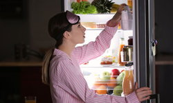 7 อาหารอยู่ท้องที่ต้องมีติดตู้เย็นยามหิวดึกๆ ต้องทำยังไง