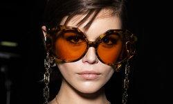 Luxottica Group จับมือกับ Versace ต่อสัญญาผลิตแว่นตา