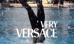 Versace เปิดตัวแคมเปญ #VeryVersace หวังสร้างความบันเทิงในช่วงกักตัวอยู่บ้าน