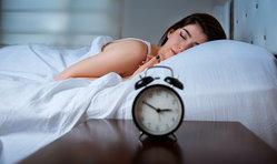 5 เคล็ดลับสำหรับคนนอนดึก ตื่นมายังหน้าเป๊ะ! สดใสเหมือนนอนมาเต็ม