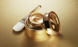 มาสก์หน้าสุดหรูหรา ด้วยทองคำบริสุทธิ์ เพื่อผิวสวยจาก Clé de Peau Beauté