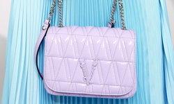 กระเป๋า Virtus ไอเทมสุดหวานโทนสีพาสเทล จาก Versace คอลเลกชัน Flash21