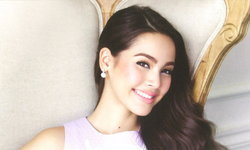 Yaya Urassaya Wallpaper : Beauty On Top
