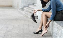 """""""รองเท้าส้นสูง"""" ภัยร้ายสู่ข้อเข่าเสื่อม หันมาดูแลก่อนที่จะสายเกินไป"""