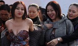 อิจฉาหนักมาก! สาวหน้าอกสวยที่สุดในจีน ยืนโชว์หุ่นแซ่บงานมอเตอร์โชว์