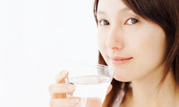6 เทคนิคง่ายๆ ช่วยให้ดื่มน้ำเปล่าได้มากยิ่งขึ้น