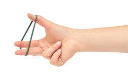 ยางรัดผม รัดข้อมือ กินเข้าไปในเนื้อของลูก เตือนภัย! ลูกใครชอบเล่นหนังยางมารัดข้อมือเล่น