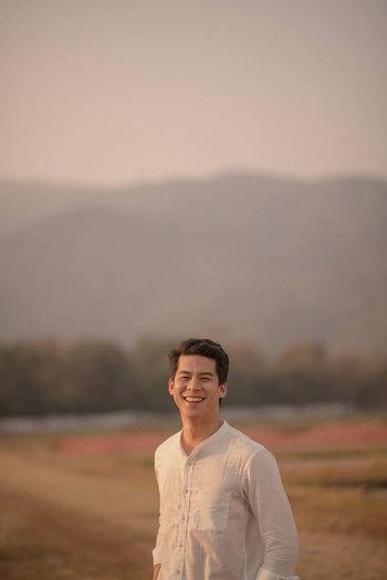 กับชายหนุ่มหน้ามล คนเชียงราย ที่ยิ้มแล้ว ขนาดคนถ่ายเป็นผู้ชาย ยังรู้สึกมวนท้อง