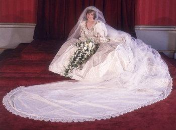 พิธีอภิเษกสมรสระหว่างเจ้าหญิงไดอาน่า กับเจ้าชายชาร์ลส์
