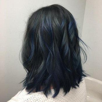 ผมสีน้ำเงิน