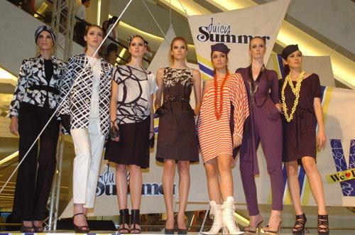 W We Love Fashion  เปิดรันเวย์สุดอลังการ ต้อนรับฤดูกาลแห่งสีสัน กับคีย์ไอเท็มสุดฮอต