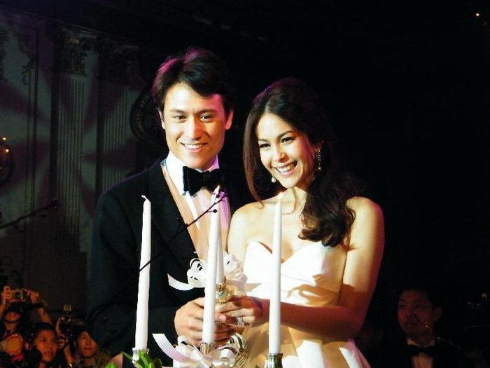 ย้อนดูภาพหวาน คู่รักดาราที่สละโสดปี 2553
