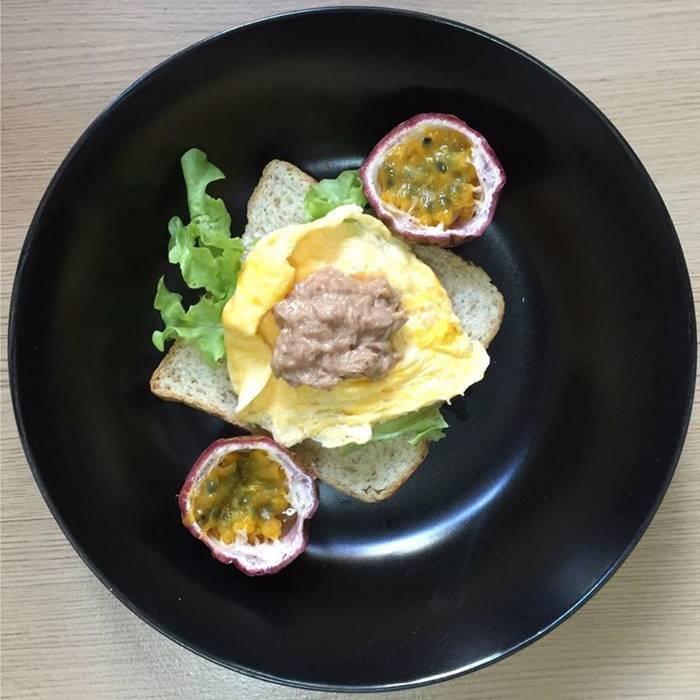 อาหารคลีน ขนมปังออมเลททูน่า + เสาวรส