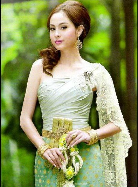 เลือกสวมชุดไทยให้เข้ากับสีผิว