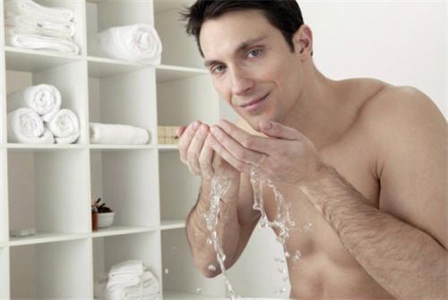 เลือกผลิตภัณฑ์ทำความสะอาดผิวหน้าของหนุ่มๆอย่างไรดี