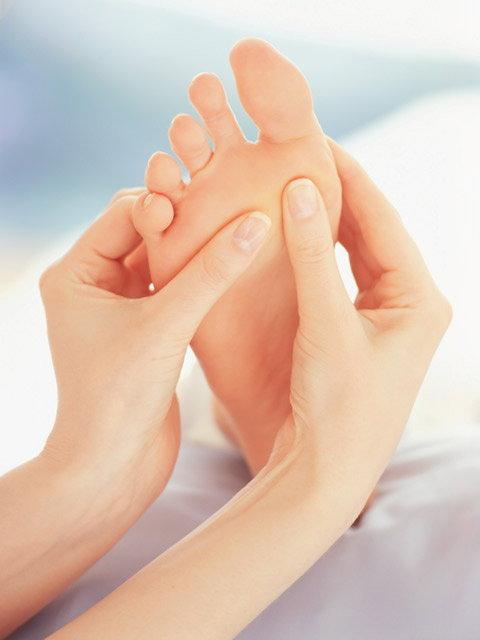 อาการเอ็นฝ่าเท้าอักเสบเกิดจากสาเหตุอะไร มีวิธีแก้ไขยังไง