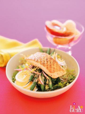 สเต็กปลาแซลมอนกับสลัดผัก