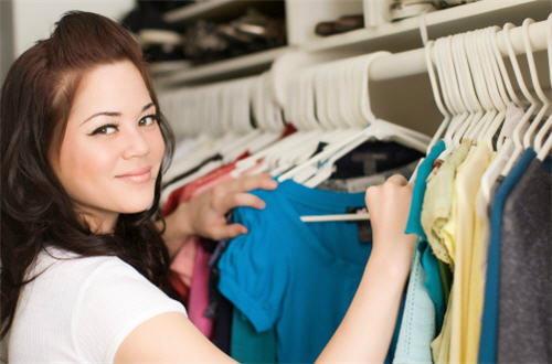 เสื้อผ้าชนิดไหนจัดเก็บอย่างไร?
