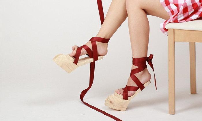 รองเท้าแตะทรงกีบม้า เทรนด์ใหม่แหวกแนวรับฤดูใบไม้ผลิ