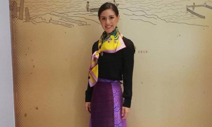 """""""ร.อ.เจสสิกา เทต"""" ในชุดผ้าไทย ชมนิทรรศการ """"งามสมบรมราชินีนาถ"""""""