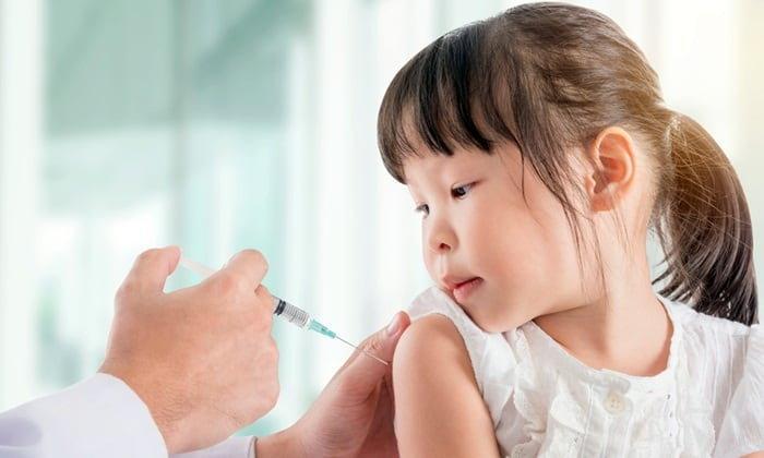 คุณควรให้ลูกฉีด วัคซีนไข้หวัดใหญ่ หรือไม่