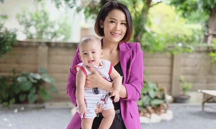 """""""น้องวิน"""" ลูกชาย """"หนูเล็ก ก่อนบ่าย"""" วัยเพียง 5 เดือน แต่ฉายแววความหล่อพุ่งมาก"""