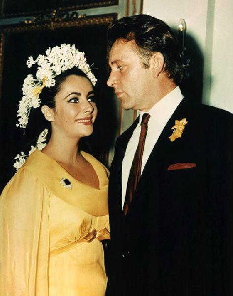 เมื่อคนดังแหกกฎงานแต่ง ด้วยการไม่ใส่ชุดเจ้าสาวสีขาว