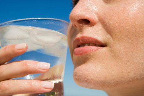 รู้เปล่า? ยิ่งดื่มน้ำเย็น… ยิ่งร้อน !!