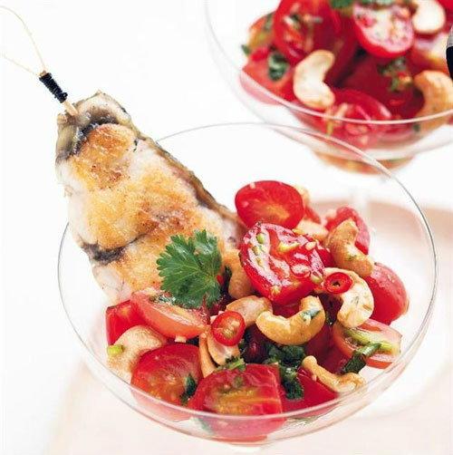 ยำมะเขือเทศราชินีกับปลากะพงย่างตะไคร้